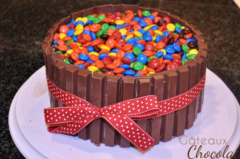 gâteau au chocolat et bonbons